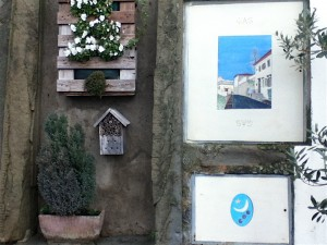 The gas meters in the homes along the road to the panoramic view are all painted with scenes from Fiesole.