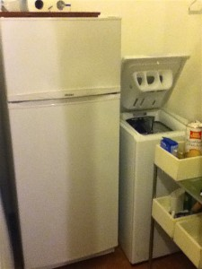 A stand-up fridge! That's the washing machine to the right, a top loading drum washer never seen in the U.S.