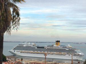 cruise-ship-departs